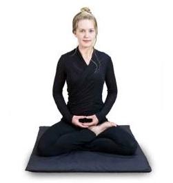 поза для медитации полу-лотос
